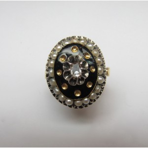 Gold and enamel ring with natural pearls