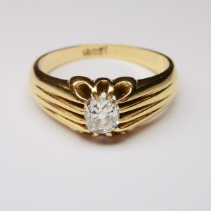 Solitaire ring with antique cushion cut diamond