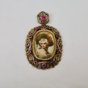 Pendente con rubini e miniatura di dama