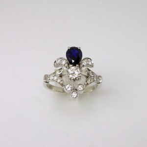 Floral ring with diamonds and sapphire