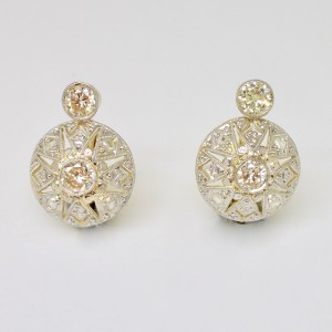 Deco earrings with diamonds
