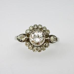 Antique solitarie diamond ring in platinum