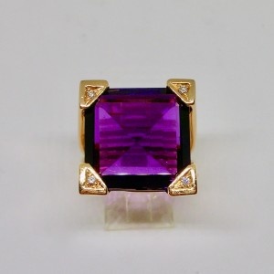 Vintage amethyst ring with diamonds