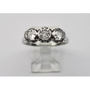 Trilogy diamond ring in platinum